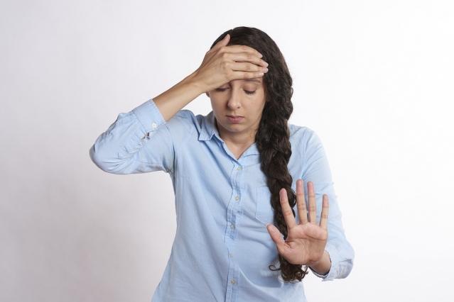 Cefalea cronica: cos'è? Tipi, cause, cure e rimedi naturali